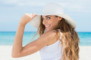 woman wearing white hat on beach